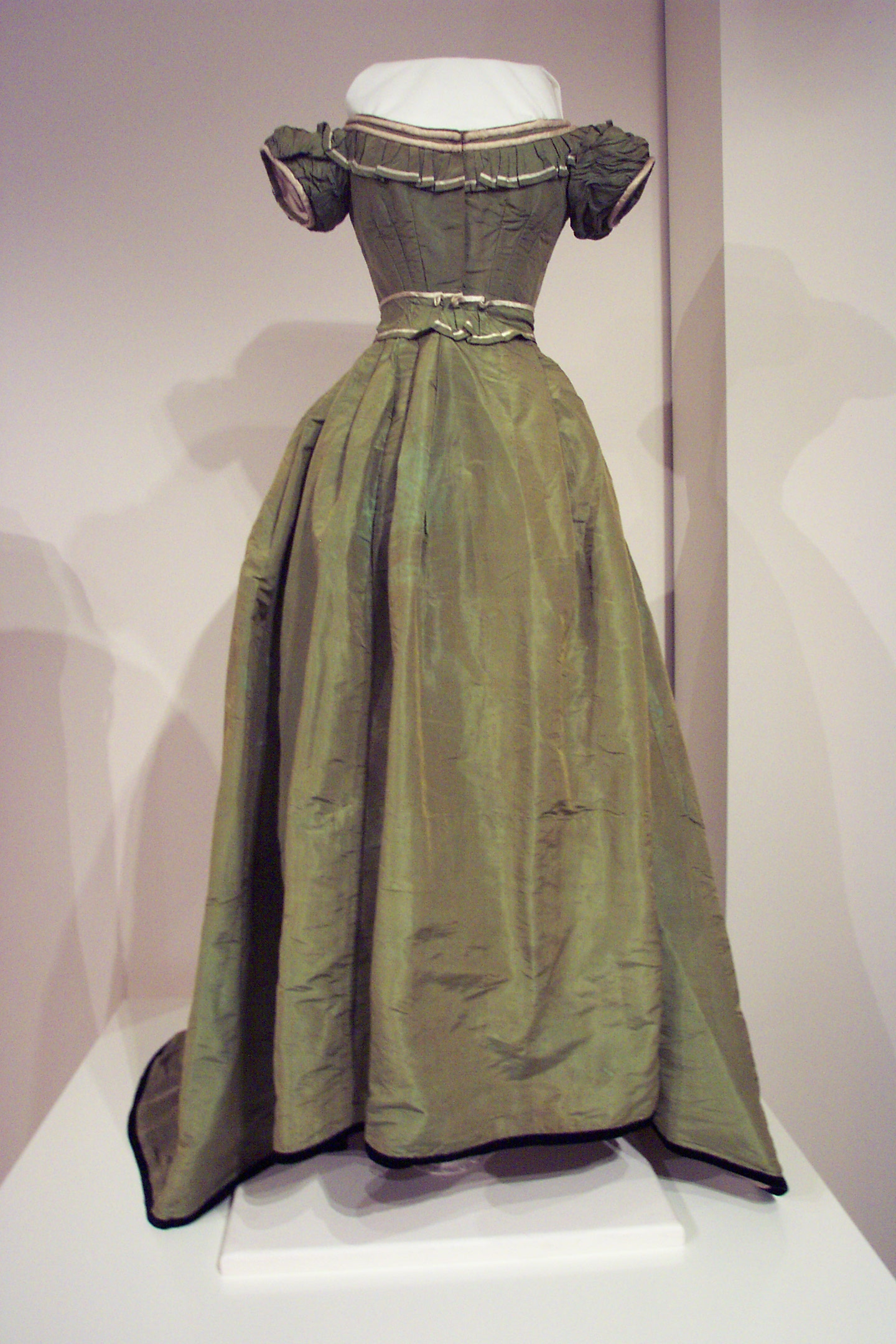 Mary Fenton Whitelaw's Ball Gown (1867) Image: Gold Museum Collection (91.0431)